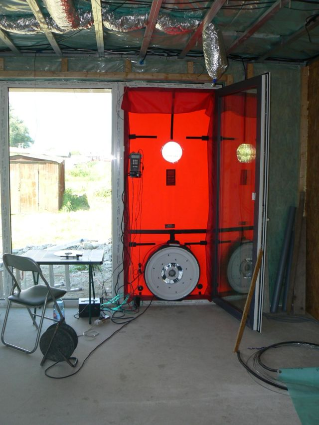 Blower door test - kontrola vzduchotesnosti